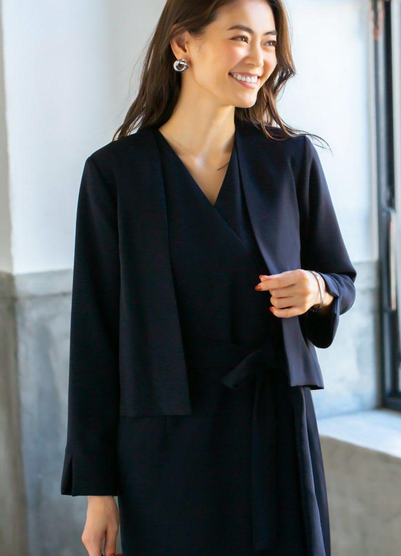 ジャケットはサラリと羽織れる肩の凝らない軽量タイプ