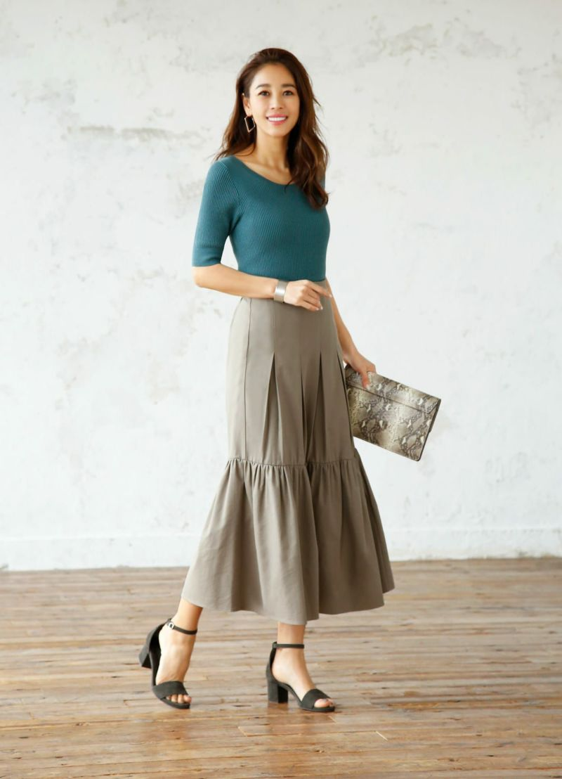 コットン混紡裾フレアロングスカート