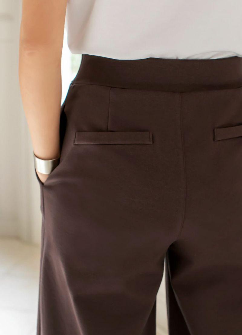 ヒップ位置を高くキレイに見せてくれる、飾りポケット。