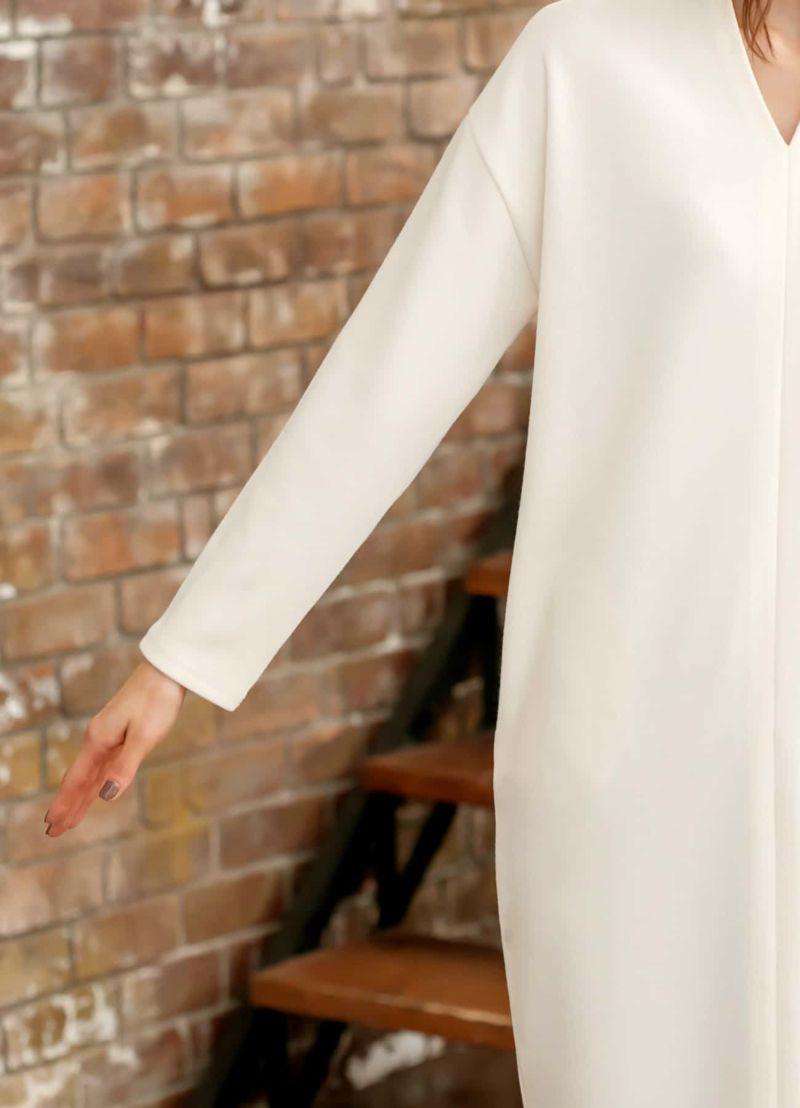 適度にゆとりのある袖幅。ベーシックな長袖丈。