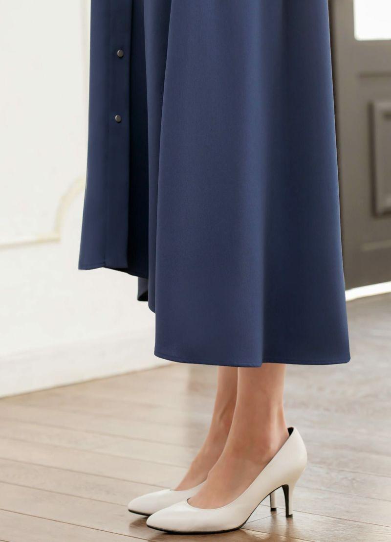 裾は背面に向かって長くなる、テールカット・デザイン。