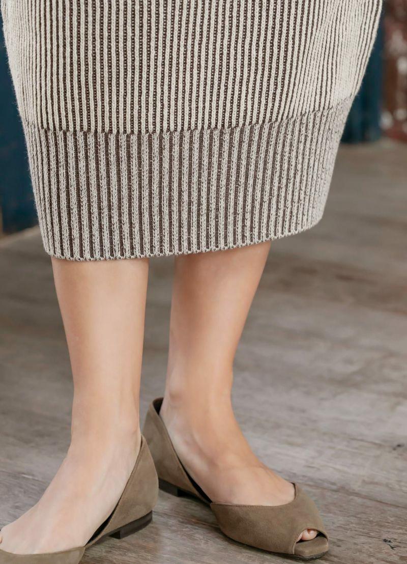裾リブは長めに。ストライプのピッチを変えて、メリハリを加えています。
