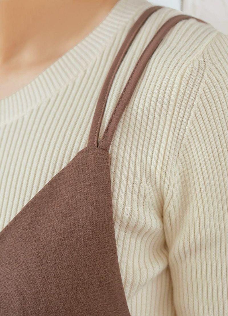 さりげない個性が素敵な、ダブルストラップ・デザイン。肩への負担も軽減。