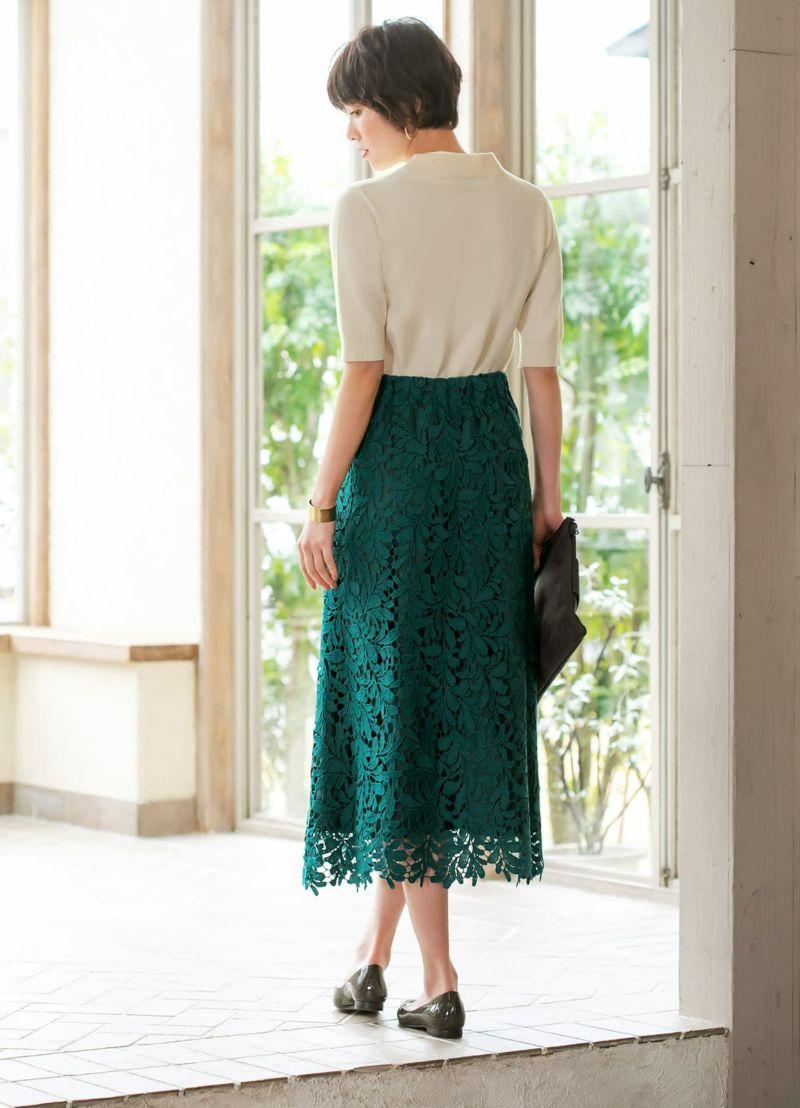 裾部分は少し肌が透けるため、長い丈感でも重たくならず軽やかな印象です。