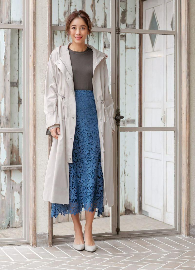 チラリと見えるだけでも、存在感のある華やかさが素敵なスカートです。