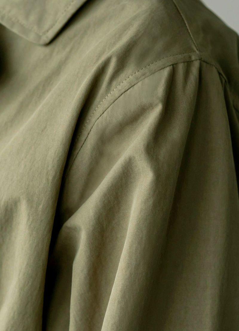 軽量でしっかりとしたハリ感があり、中のお洋服を響かせず美しい形をキープ