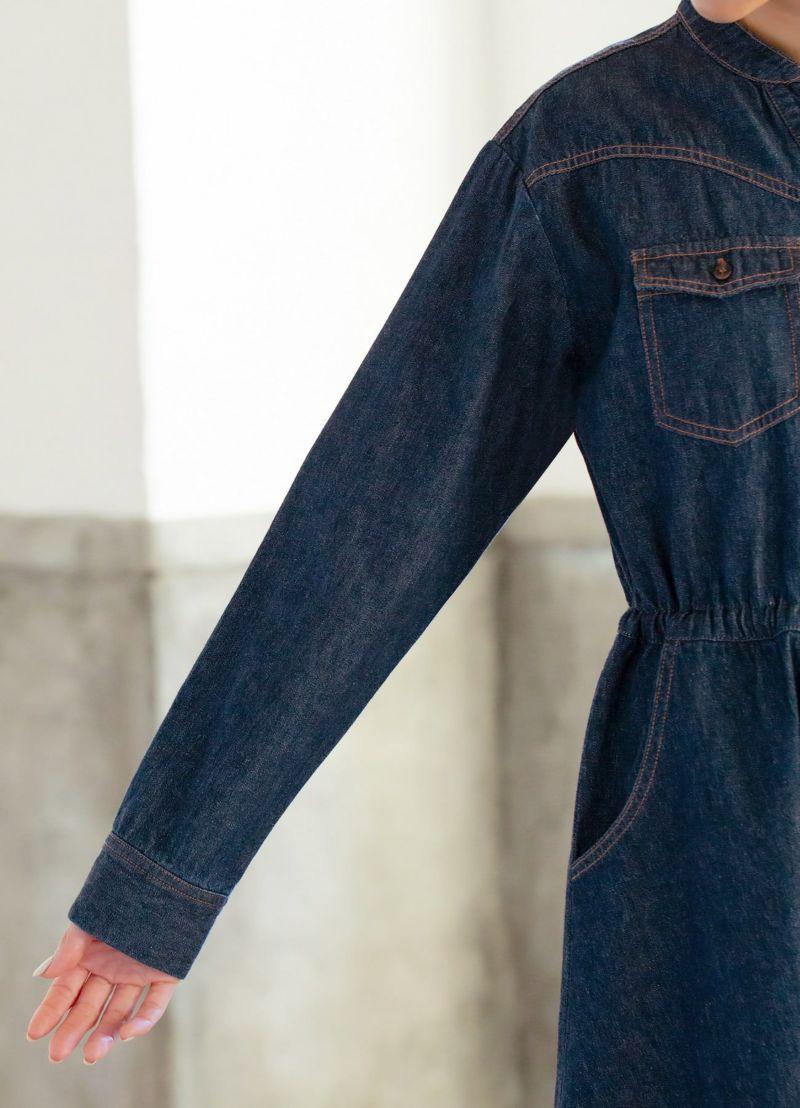 程よくゆとりのある袖幅。中に防寒インナーやカットソーも着れます。