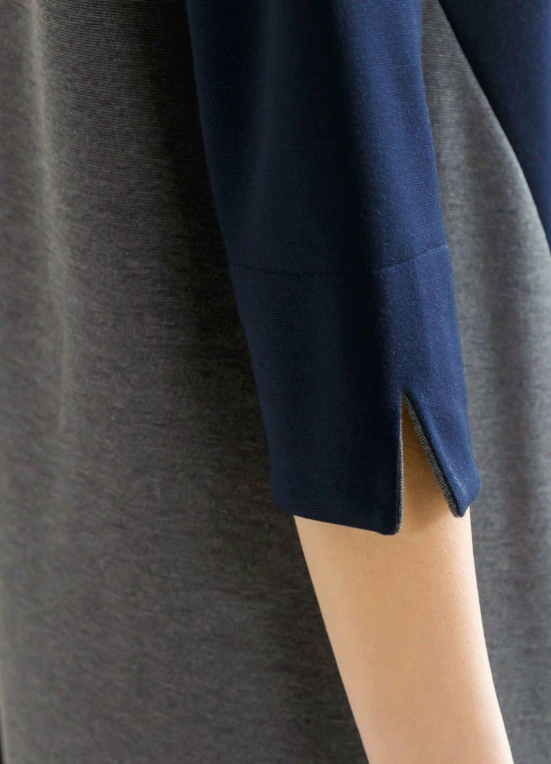 ヌケ感を作り、見た目にも可愛いスリット入りの袖口。折り返しも可能。