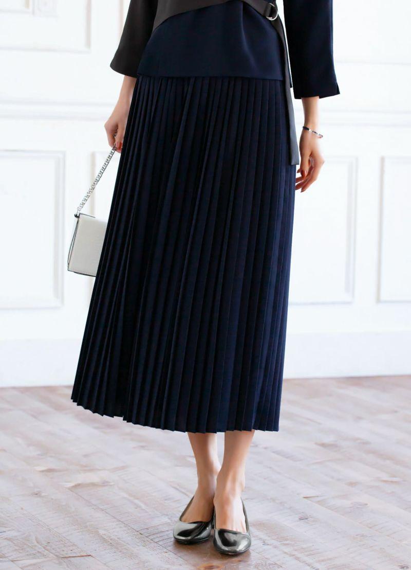 今っぽいミディ丈、繊細なプリーツをあしらったスカート。