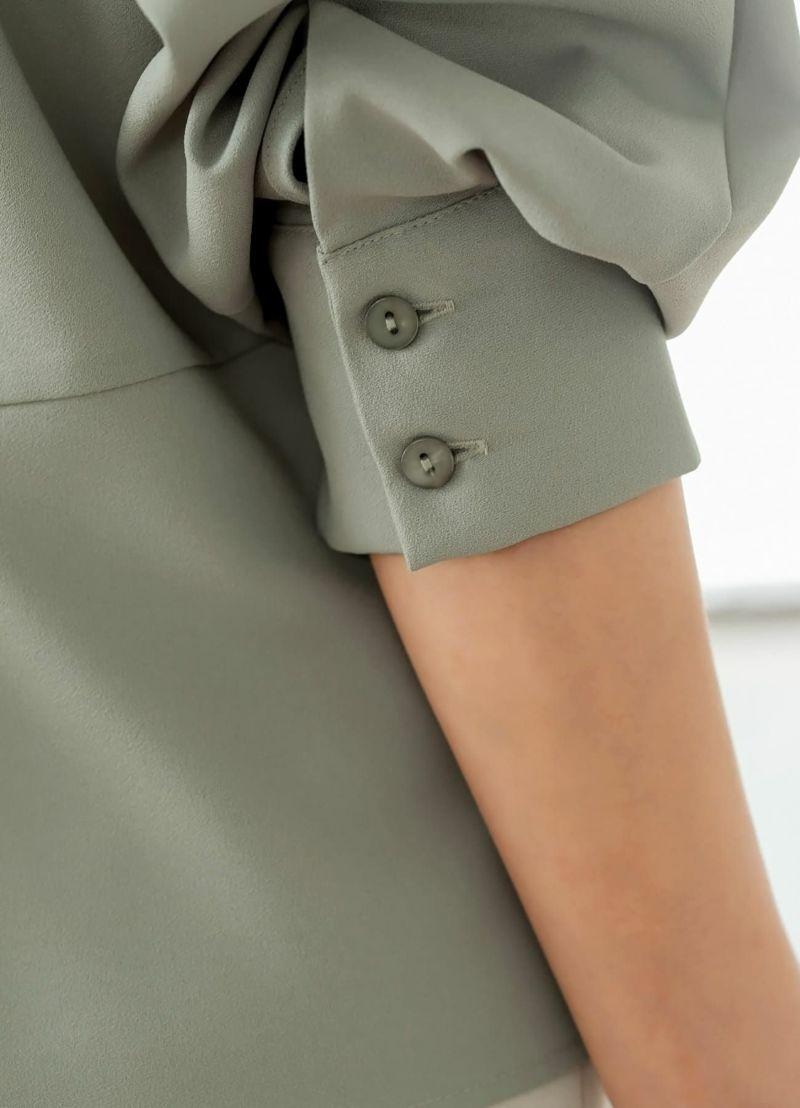 袖口のカフスとボタン