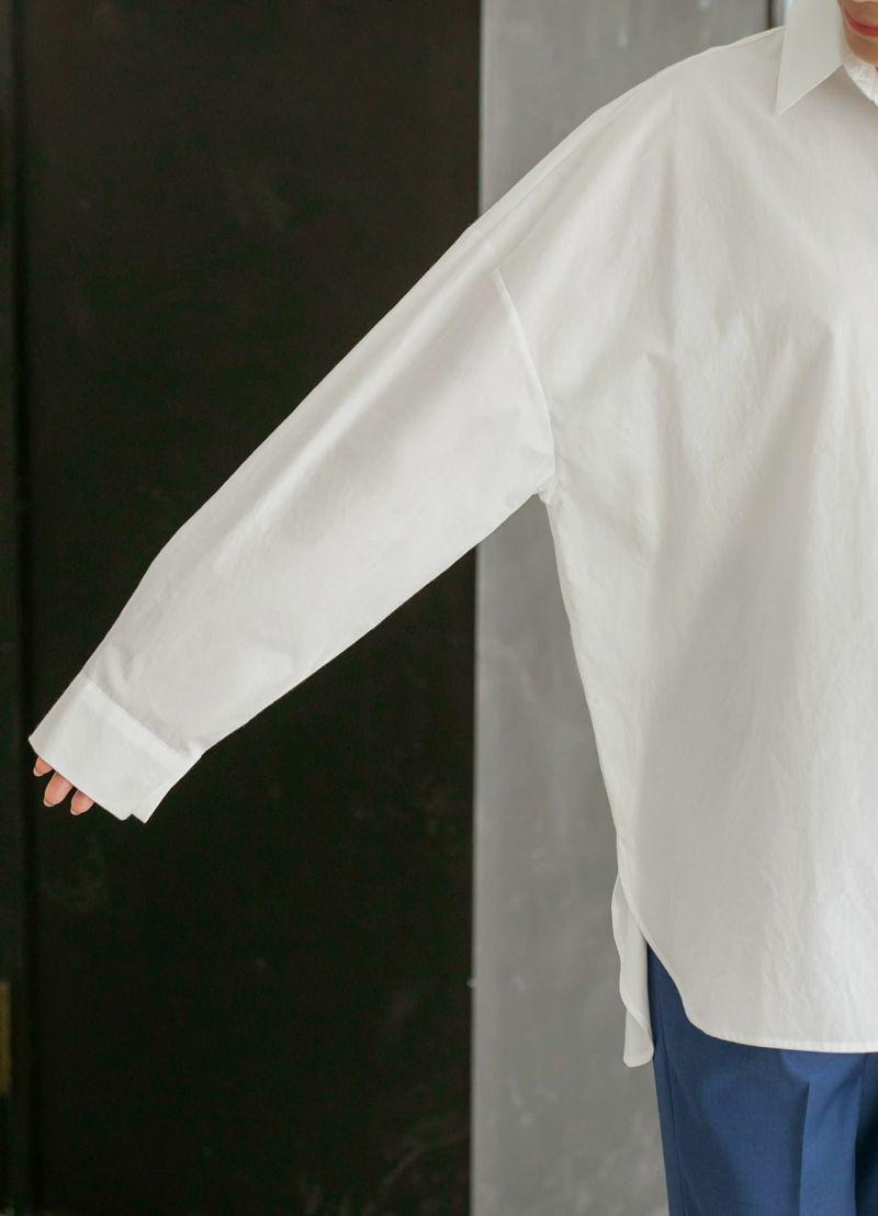 ゆったりとした袖幅も今っぽさ満点。