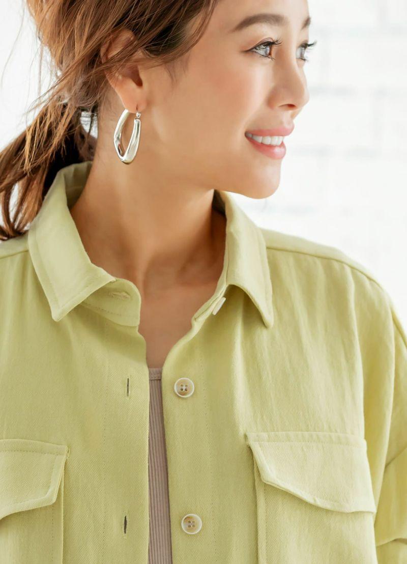襟元、ボタン、生地質感イメージ