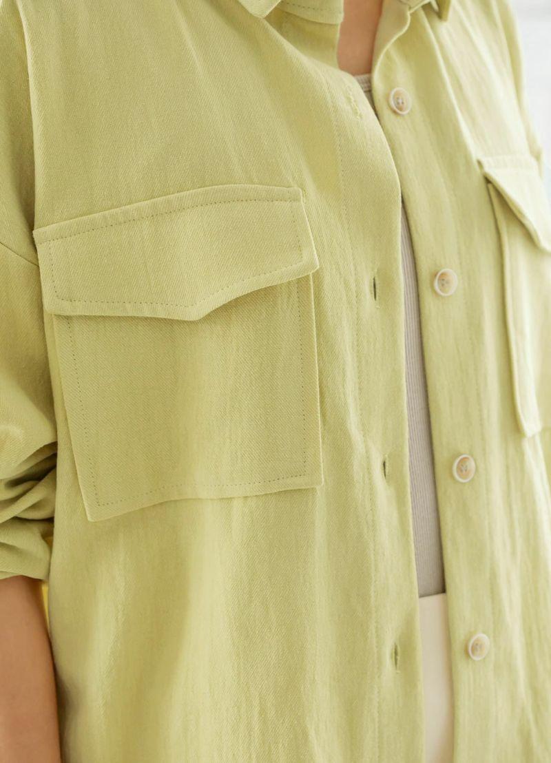 大きめのフラップ付きポケット。しっかりめのこなれた生地質感もカワイイ。