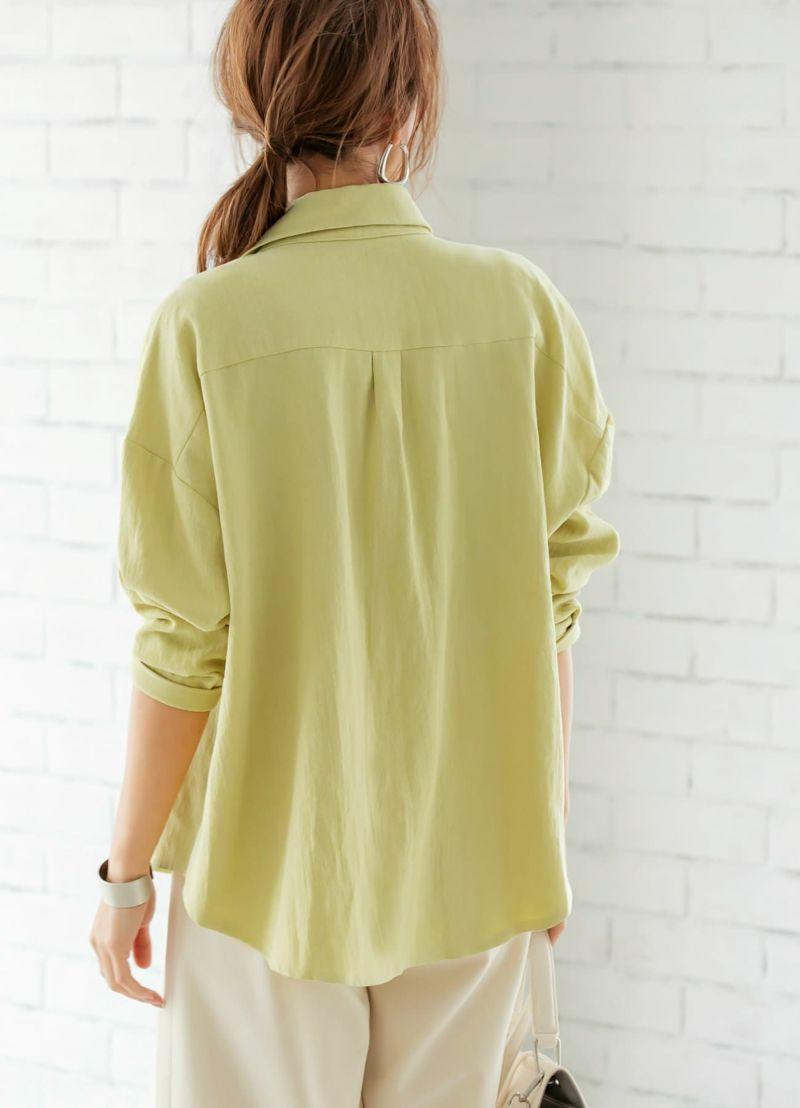 中に着る物が響きにくい、適度なゆとりで背中をふんわりとカバーします。