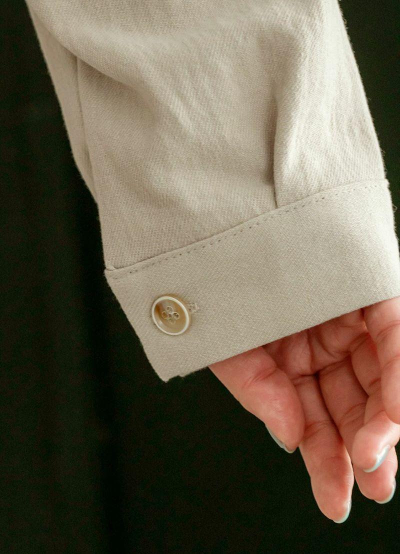 袖口ボタン&カフス。生地の質感。