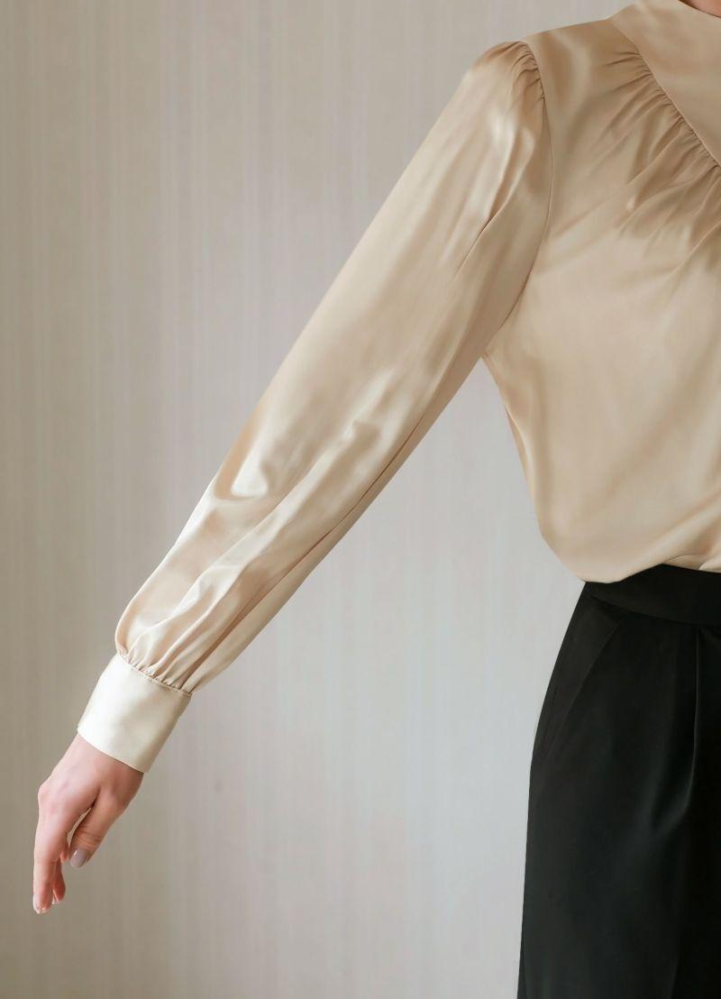 適度なゆとり感の袖幅。ゆったりとしていますが太すぎず上品な印象。