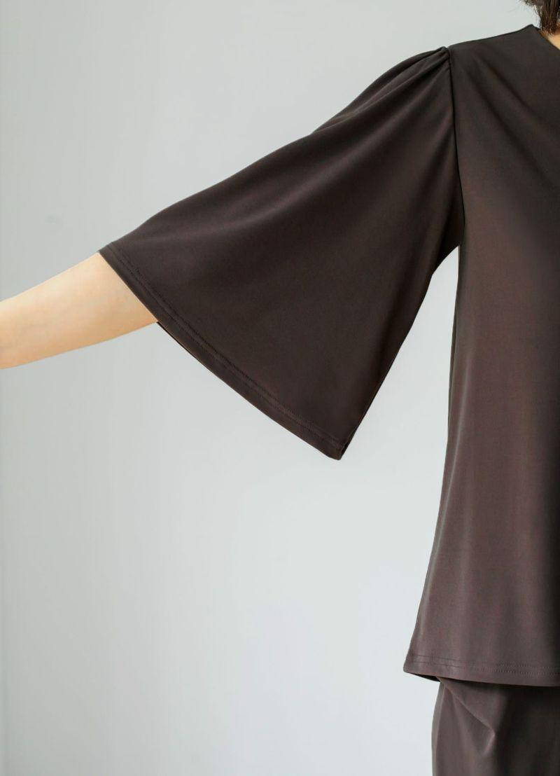 裾を出して着用したスタイル